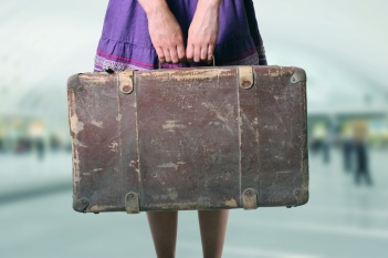 Woman-With-Luggage-At-The-Airp-42447106